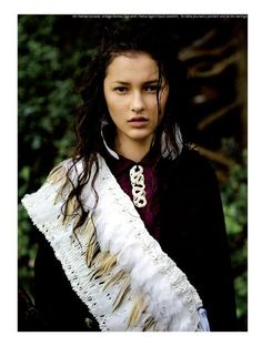Ella Verbenne Yasmin Bidois by David K. Shields for Stil Magazine: white feathers and snake necklace. Flax Weaving, Maori People, Long White Cloud, Maori Designs, Snake Necklace, Maori Art, Just Girl Things, Wearable Art, Beauty Women