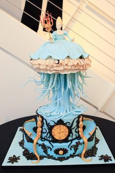 Ray Caesar inspired Steampunk cake by Fire and Icing. Crazy Cakes, Cupcakes, Cupcake Cakes, Beautiful Cakes, Amazing Cakes, Pretty Cakes, Ray Caesar, Fondant, Sea Cakes