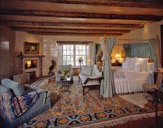Image from http://st.houzz.com/simgs/a821641b019fdde4_4-1528/mediterranean-bedroom.jpg.