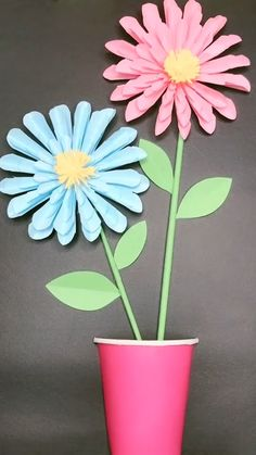 Flower Crafts for Kids to Make! These simple flower crafts are cute and easy! - Kreative in Life Paper Flower Patterns, Paper Flowers Craft, Paper Crafts Origami, Paper Flower Tutorial, Flower Crafts, Tissue Paper Garlands, Paper Flower Wall, Origami Art, Diy Paper