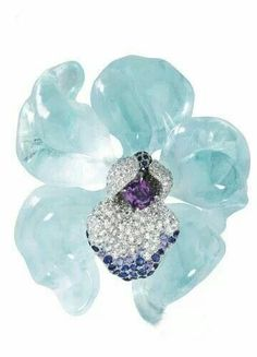 Cartier, aquamarine brooch... soooo lovely!