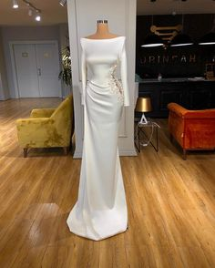 Stunning Dresses, Beautiful Gowns, Pretty Dresses, Elegant Dresses Classy, Looks Rihanna, Plus Size Gowns, Prom Dresses Long With Sleeves, Gowns With Sleeves, Gala Dresses