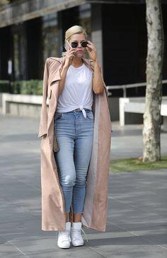 Sophie Monk flaunts slender frame after Logies #dailymail