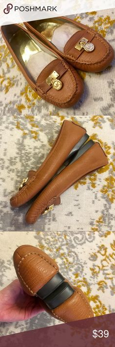MK Driving Flats Loafers Slippers 7.5 brown gold These look brand new on but have some wear to the color on the underside of the toe and on the insole (neither are visible when wearing). Michael Kors Shoes Flats & Loafers
