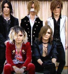 Yuu/Aoi, Akira/Reita, Kouyou/Uruha, Takanori/Ruki and Yutaka/Kai, the GazettE
