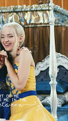 Best Friend Wallpaper, Couple Wallpaper, Disney Wallpaper, Lockscreen Couple, Wallpaper Tumblr Lockscreen, Pritty Girls, Friendship Wallpaper, Dove Cameron Style, Disney Channel Descendants