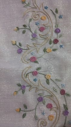 brazilian embroidery how to do Hand Embroidery Videos, Embroidery On Clothes, Hand Embroidery Stitches, Embroidery Techniques, Embroidery Art, Floral Embroidery Patterns, Hand Embroidery Flowers, Silk Ribbon Embroidery, Hand Embroidery Designs
