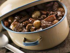 Lekkere stoofpot met boeuf bourguignon, zilveruitjes en champignons