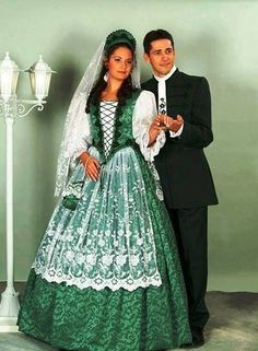 The traditional costume is coming back into use for wedings, time and again in Hungary Traditional Wedding, Traditional Dresses, Folklore, Costumes Around The World, International Clothing, Hungarian Embroidery, Folk Costume, World Cultures, Guys And Girls