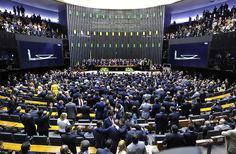 Dos 17 deputados goianos, 16 votaram a favor do Projeto de Lei 4330/2004 que põe fim ao FGTS, 13º Salário e férias do trabalhador