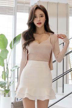 Asian Model Photos for Adults Ulzzang Fashion, Asian Fashion, Look Fashion, Girl Fashion, Fashion Dresses, 80s Fashion, Vintage Fashion, Aesthetic Fashion, Grunge Fashion