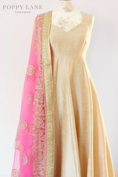 Unique Blouses, Sarees and Lenghas that embody the vibrancy of South Asian fashion with a modest up to date western flair. Indian Suits, Indian Attire, Indian Dresses, Indian Wear, Punjabi Suits, Indian Style, Anarkali Dress, Lehenga, Anarkali Suits
