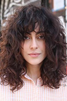 47 Sexy Shoulder Length Haircuts For Trendy Look Bouncy Shoulder Length Cut With A Fringe For Curly Fringe Hairstyles, Hairstyles With Bangs, Easy Hairstyles, Hairstyle Ideas, Bob Hairstyle, Shoulder Length Curly Hair, Curly Hair With Bangs, Thin Hair, Wavy Hair