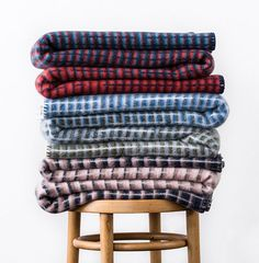 Since 1939 Røros Tweed has been manufacturing throws 100% Made in Norway.