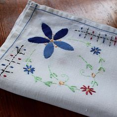 Vintage Linen Tablecloth Embroidery Applique Flowers by KerryCan