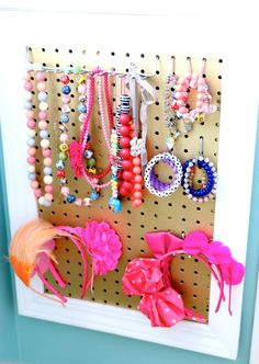 25 Organization Hacks Diy Organization Hacks Diy Abschnitt, Hairbow, jewelry and head band organizer/board/holder Decorative Stripes Sensory board Busy board Montessori toy Wooden toy Latch board Diy Storage Projects, Jewelry Organization, Organization Hacks, Storage Ideas, Diy Projects, Little Girl Jewelry, Girls Jewelry, Diy Jewelry, Jewelry Holder