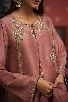 Embroidery Suits Punjabi, Kurti Embroidery Design, Embroidery Neck Designs, Embroidery Fashion, Embroidery Dress, Shadi Dresses, Pakistani Formal Dresses, Pakistani Dress Design, Fancy Dress Design