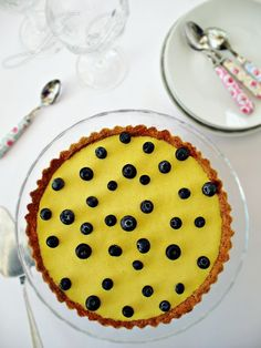 Tarta de coco tostado y crema de mango :: Kokosový koláč s mangovým krémem http://sladkyaslanydulceysaladodomains.tumblr.com/post/76715062865/kokosovy-kolac-s-mangovym-kremem-tarta-de-coco