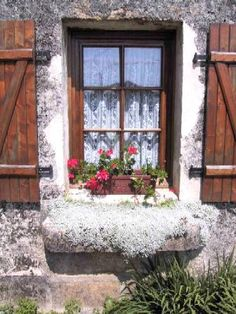 Old+windows+in+France | Country Cottage Holidays in Rural France