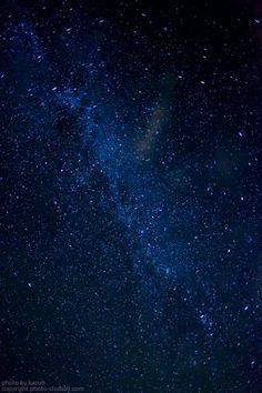 実はそんなに難しくない、美しい星空を簡単に撮る方法![撮影編] Cute Galaxy Wallpaper, Planets Wallpaper, Aesthetic Space, Blue Aesthetic, Galaxy Space, Backrounds, Milky Way, Night Skies, Cute Wallpapers