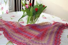 My lovely tulip shawl. Crafts To Make, Tulips, Shawl, About Me Blog, Blanket, Crafting, Blankets, Carpet, Tulip