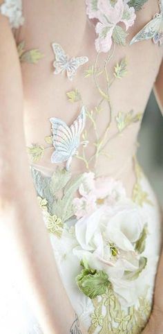 Cute fairytale gown with butterfly-decor.