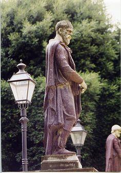 Un MISTER: După cucerirea Daciei, ROMANII le-au făcut DACILOR statui de ZEI - OrtodoxINFO Romania People, Roman Emperor, Black Sea, Romans, Archaeology, Egyptian, Celtic, Bun Bun, Statues