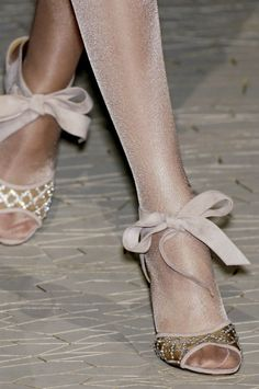 This is cute to just tie a ribbon around your ankle with any heels