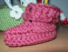 baby booties free crochet pattern by Cats-Rockin-Crochet