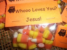 justpitchingmytent: Trunk-A-Treat owl-themed candy bags