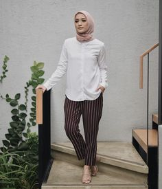 How To Wear Hijab Ideas Tutorials Simple 47 Ideas – Hijab Fashion 2020 Modest Work Outfits, Office Outfits Women Casual, Office Attire Women, Hijab Style, Casual Hijab Outfit, Hijab Chic, Casual Dresses, How To Wear Hijab, Hijab Fashion Inspiration