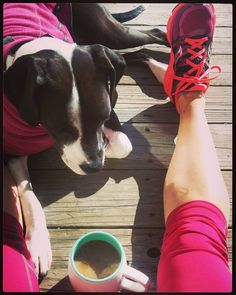 """Linn no Instagram: """"6 miles @ 8:45 pace followed by a coffee date in the sun with my favorite little sweetie. ☕☀ #sundayrunday #marathontraining #oisellevolée #dogsofoiselle"""""""