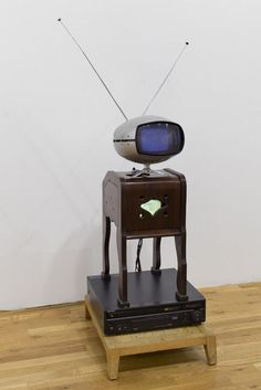 10 Video Artists Who Revolutionized Technology in Art