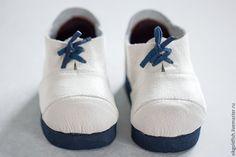 В этот раз будем шить ботинки для Антошки (выкройку самого Антошки и одежды для него можно найти в моём блоге). В мастер-классе так же дается инструкция, как самому сделать болванку для пошива обуви и выкройку. Формат выкройки А4. Выкройка дана именно для этой болванки, но, думаю, по ней из тонкой кожи или ткани можно сшить обувь и без применения болванки.