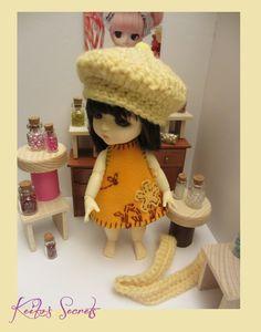 PROMO NOEL ! Adorable ensemble pour lati yellow. Robe, bérêt et écharpe. Neufs faits main. Outfit for lati yellow. de la boutique KeikosSecrets sur Etsy