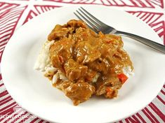 This slow cooker satay chicken reaffirms my love for satay. It has a rich, lovely sauce that has a slight bit of spice and a wonderful peanut flavor. Spicy Recipes, Curry Recipes, Slow Cooker Recipes, Crockpot Recipes, Easy Recipes, Slow Cooker Curry, Slow Cooker Chicken, Cooked Chicken, Chicken Drumstick Recipes