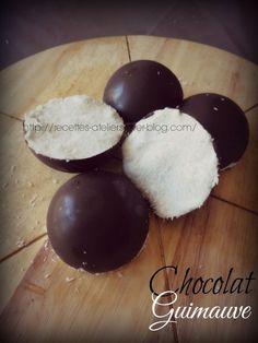 Dômes Chocolat Guimauve Une tuerie gustative pour ces dômes ultras gourmands ! Réalisés dans les moules dômes Tupperware et avec le chocolat & la noix de coco de mon Partenaire Magasin Poubeau Ingrédients : 100 g de chocolat noir 140 g de Chamallow 15...