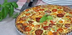 Tomat-pai med vårløk – Berit Nordstrand Food Map, Just Eat It, Frisk, Pepperoni, Nom Nom, Pizza, Salads, Food Porn, Good Food