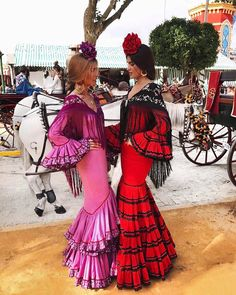 Las influencer más conocidas se pasean por la Feria de Abril de Sevilla Flamenco Costume, Flamenco Dancers, Spanish Dress Flamenco, Flamenco Dresses, Dresses Dresses, Tango, Spanish Style, Spanish Party, Mexican Dresses