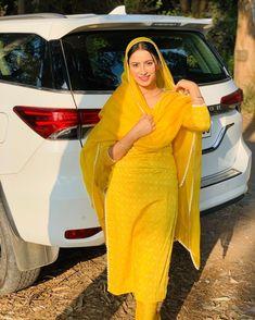Designer Suits For Wedding, Designer Party Wear Dresses, Punjabi Salwar Suits, Designer Punjabi Suits, Embroidery Suits Design, Embroidery Fashion, Best Bride, Desi Girl Image, Dress Indian Style