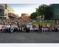 Rund 2.500 Menschen kamen zur Gedenkfeier auf den Opernplatz