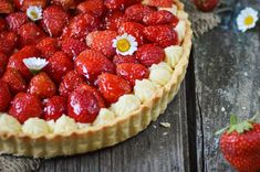 French Bakery, French Food, Best Cake Ever, Vanilla Cream, Food Photography, Baking, Cheesecake, Strawberry, French Recipes