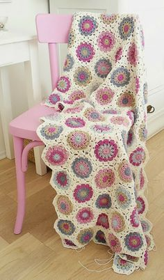 Transcendent Crochet a Solid Granny Square Ideas. Inconceivable Crochet a Solid Granny Square Ideas. Crochet Home, Love Crochet, Beautiful Crochet, Diy Crochet, Crochet Crafts, Crochet Baby, Crochet Projects, Beautiful Beautiful, Crochet Ideas