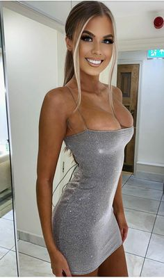 Really eye grabbing Tight Dresses, Sexy Dresses, Hot Outfits, Fashion Outfits, Looks Pinterest, Sexy Women, Vestidos Sexy, Sexy Skirt, Hottest Models