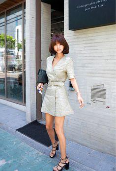 Today's Hot Pick :ジャケフウVネックダブルワンピース(ベルト付き) http://fashionstylep.com/SFSELFAA0005070/myharoojp/out ジャケ風デザインがお目見えのワンピース★ 大人っぽくきれいな形できちんとした印象です。 スリムで小顔効果もねらえる、vネックラインは適度な抜け感を演出。 ベルトでウエストをほどよくシェイプしくびれのあるボディラインをつくってくれます。 格式のある場所や集まりなどにおすすめのワンピースです。 ◆2色:チャコール,カーキ