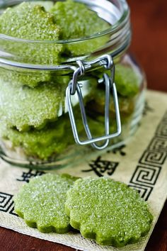Teeliebhaber werden sie nicht mehr missen wollen. Die köstlichen Matcha-Kekse bereichern jede Teestunde und Kaffeetafel.