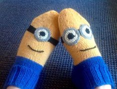 Minion Socks Knitting Patterns Free, Free Knitting, Free Pattern, Minion Crochet, Knit Crochet, Youre My Person, Crochet Slippers, Knitting Socks, Knitwear