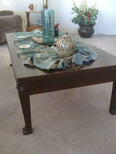 Your Quick Catalog of Gorgeous Coffee Table Makeover Ideas Garden Coffee Table, Old Coffee Tables, Rattan Coffee Table, Furniture Makeover, Diy Furniture, Furniture Design, Painting Laminate Countertops, Mahogany Coffee Table, Coffee Table Makeover