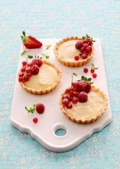 La masa quebrada Mini Desserts, Summer Desserts, Dessert Recipes, Mini Cakes, Cupcake Cakes, Fruit Tart, Sweet Tarts, Food Menu, Dessert Table