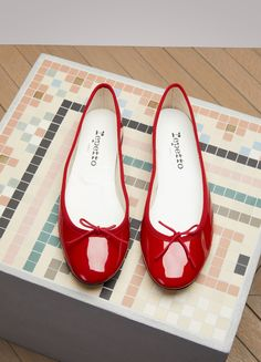 Buy REPETTO Cendrillon ballerinas online on Shop the latest trends - Express delivery & free returns. Little Girl Shoes, Girls Shoes, Red Flats Outfit, Chanel Ballet Flats, Patent Leather, Fashion Shoes, Footwear, Shoe Bag, My Style
